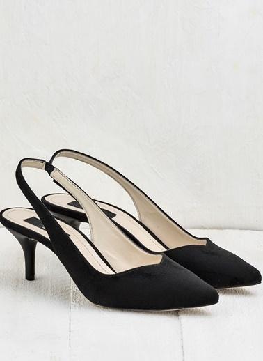 Elle İnce Topuklu Sivri Burun Ayakkabı Siyah
